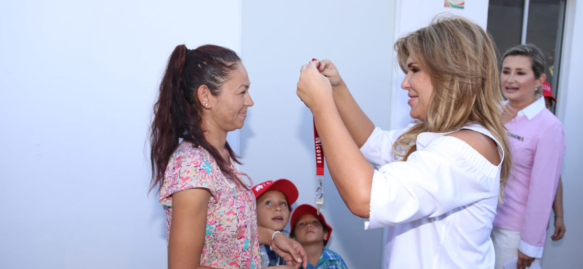Intensifica Gobernadora Pavlovich acciones por la salud y vivienda
