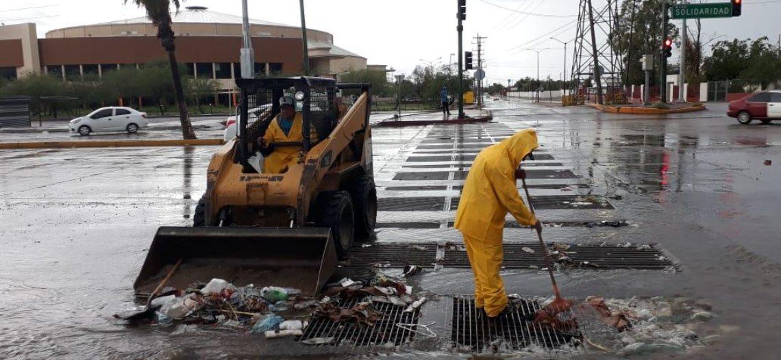 Refuerza Servicios Públicos Municipales limpieza de alcantarillas