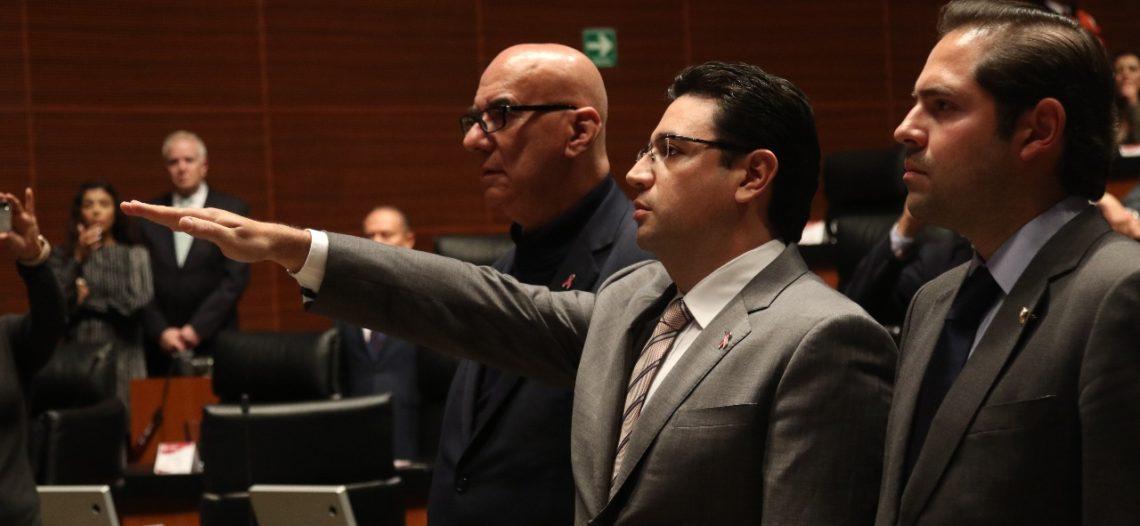 Renuncia el senador Noé Castañón al PRI