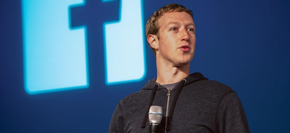 Facebook no vende los datos de la gente, asegura Zuckerberg