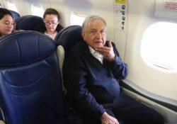 AMLO pierde vuelo rumbo a la CDMX; regresa por carretera