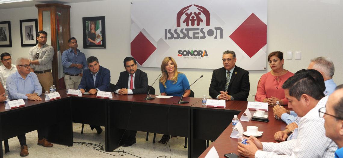 Atestigua Gobernadora firma de nuevo convenio de Isssteson y Unison