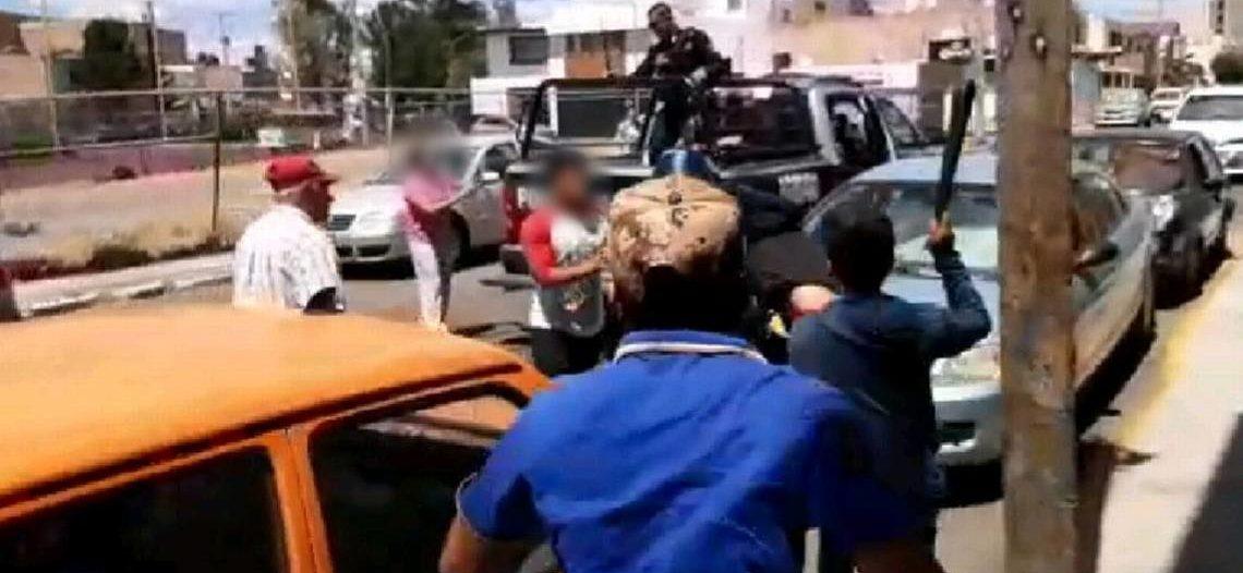 Captan otra agresión a policías, ahora en Aguascalientes