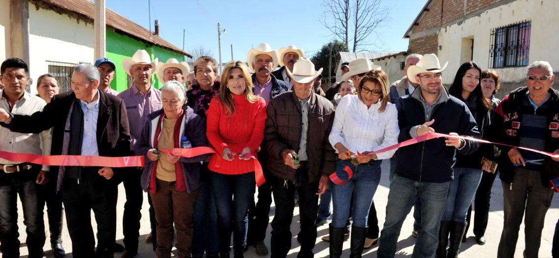 Beneficia Gobernadora con apoyos a familias de la sierra