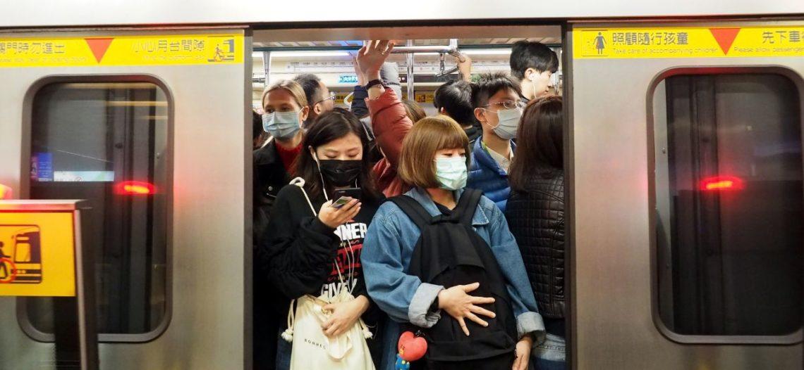 Llega el primer tren de pasajeros a Wuhan y abre el metro