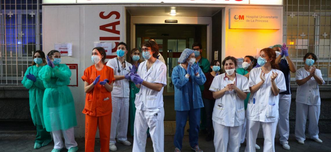 España reporta baja significativa en balance de muertes diarias