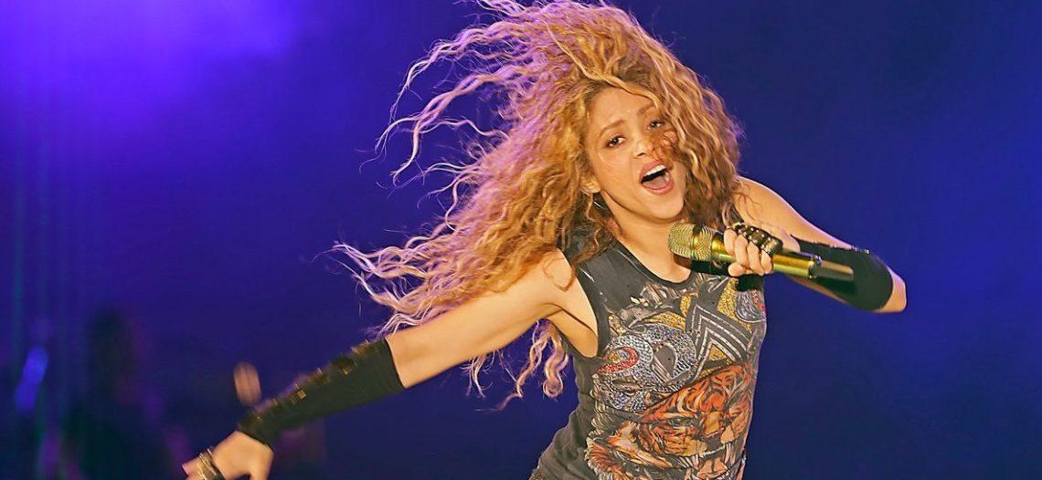Shakira se gradúa de un curso de filosofía antigua
