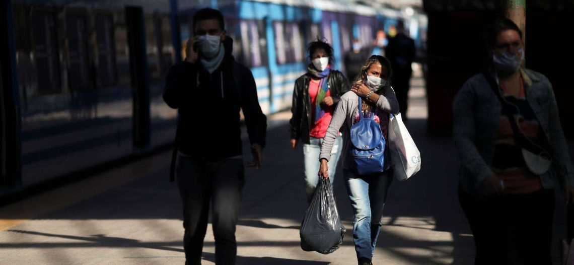 América Latina relaja medidas, pero sigue amenaza