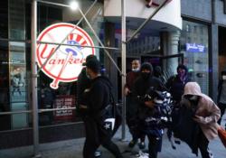 Saquean tienda de los Yanquis en la Quinta Avenida