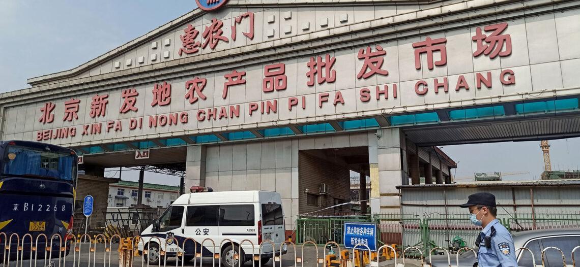 Mercado ligado a nuevo brote; rastrean contagios en China