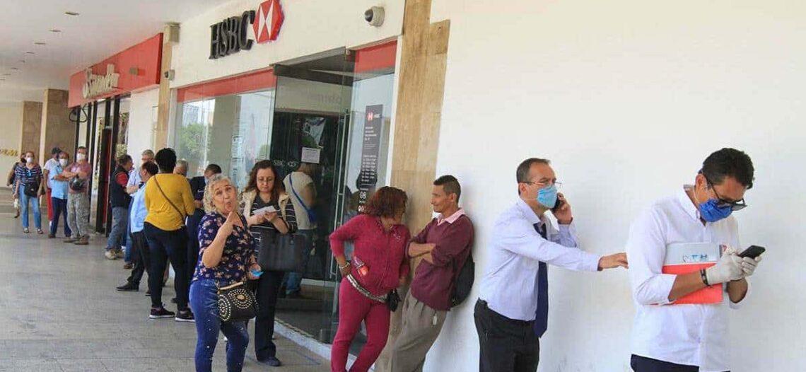 Solicita Gobernadora nuevos protocolos para acabar con filas en bancos