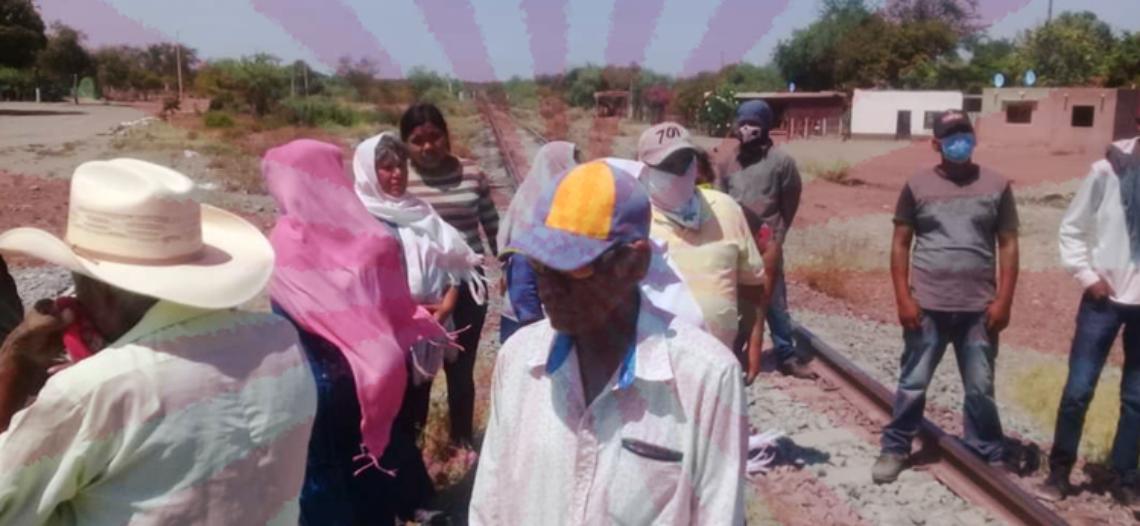 Yaquis cumplen promesa y bloquean líneas ferroviarias