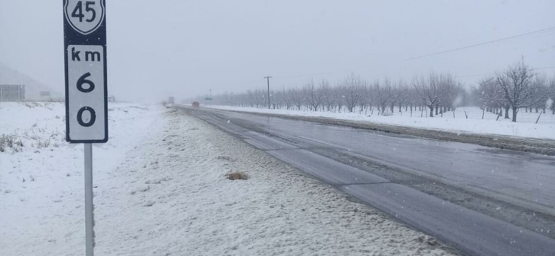 Frente frío hace efecto; nevadas en tres estados del norte