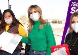 Entrega Gobernadora apoyos y obras y supervisa vacunación en el sur del estado