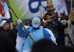 Enfermeros marchan en Argentina; exigen mejores salarios