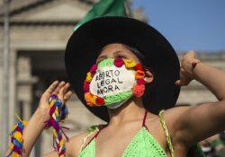Mujeres en Perú piden legalizar aborto a gobierno de izquierda conservadora