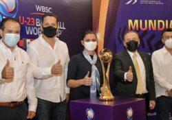 Presenta Gobernador calendario y trofeo del Campeonato Mundial Sub-23 de Beisbol