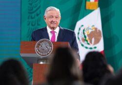 López Obrador reta a conservadores a 'salir del clóset'