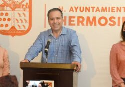 Refrenda Antonio Astiazarán compromiso de rehabilitar vialidades