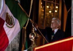 López Obrador da Grito de Independencia; incluye honestidad, democracia y soberanía