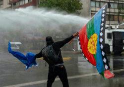 Reprimen marcha indígena en Chile; hay un muerto