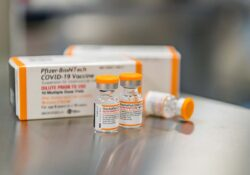 Australia aprueba tercera dosis de vacuna covid para adultos