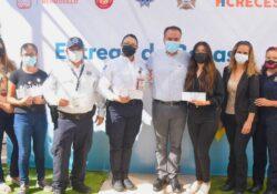 Entrega Toño Astiazarán becas a hijos de trabajadores de cuerpos de emergencia