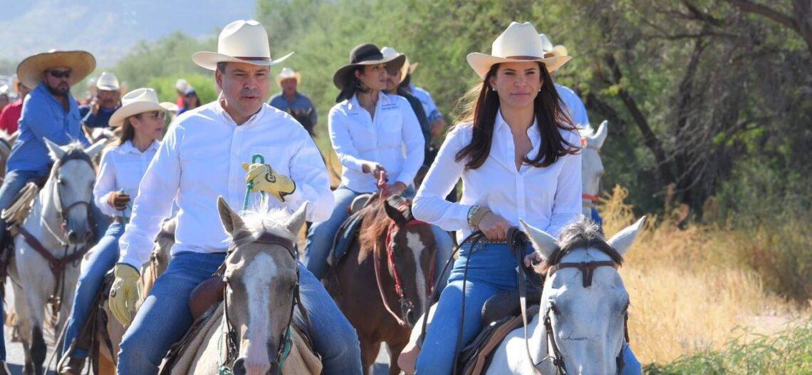 Participan Toño Astiazarán y su esposa en Cabalgata San Judas Tadeo